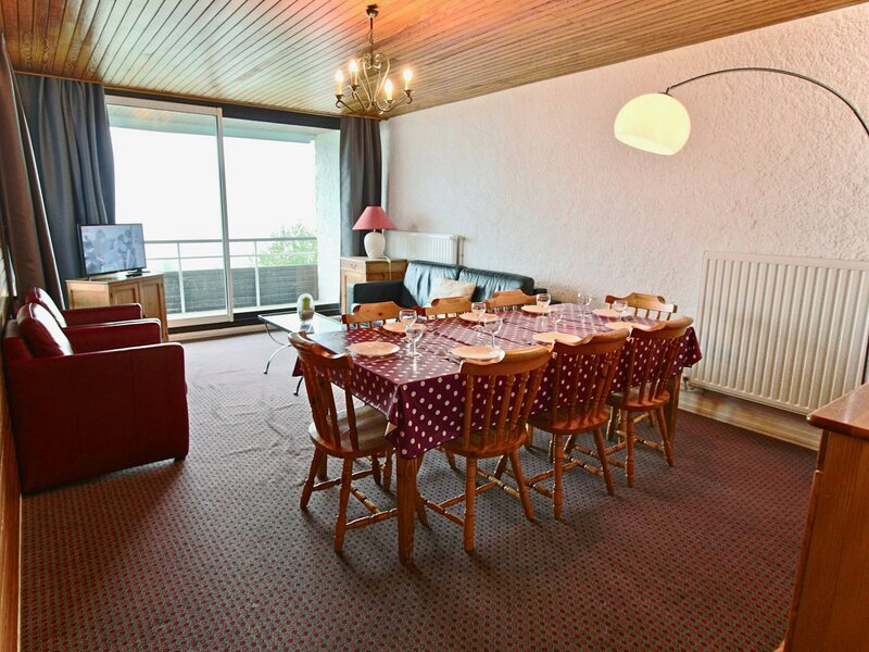 Appartement 3 pièces agréable et spacieux pour 8 personnes au pied des pistes, holiday rental in Chamrousse