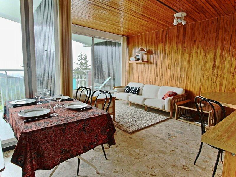 Très joli 3 pièces avec vue panoramique pistes et vallée., vacation rental in Uriage les Bains