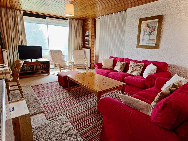 Bel appartement au pied des pistes très bien équipé classé 3*, holiday rental in Chamrousse