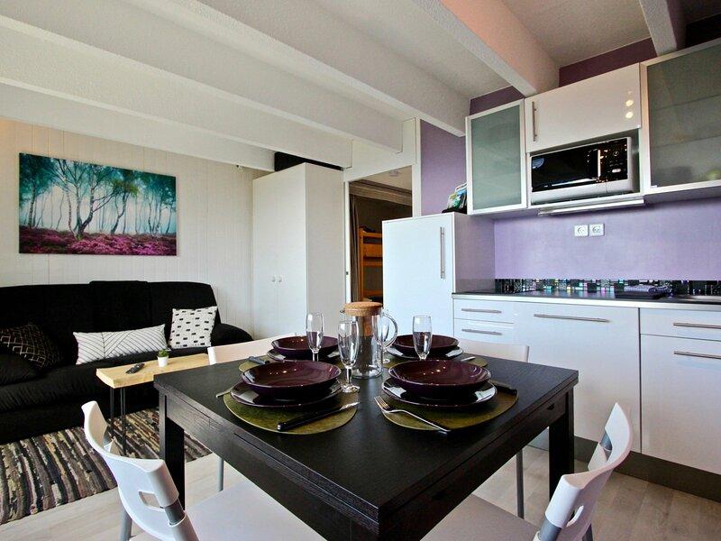 Joli studio cabine 3* équipé de Wi-Fi, holiday rental in Chamrousse