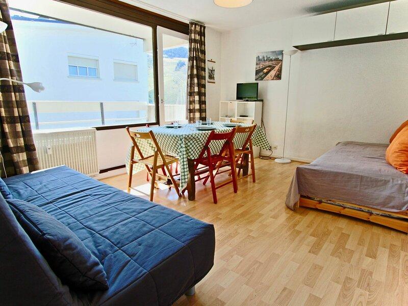 studio 3 places proche pistes et commerces, vacation rental in Uriage les Bains