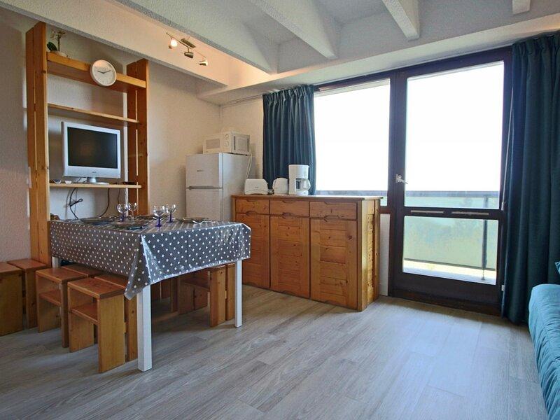 Studio cabine 4 personnes avec coin montagne séparé du séjour, balcon avec vue, vacation rental in Uriage les Bains