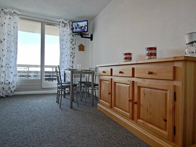 Studio cabine pouvant accueillir 5 personnes proche des pistes et belle vue, holiday rental in Laffrey