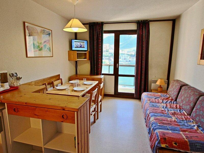 Studio 3/4 personnes, belle vue sur les pistes et la Croix de Chamrousse, vacation rental in Uriage les Bains