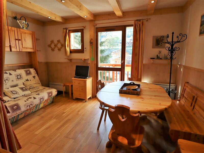 BEL APPARTEMENT 4/6 PERSONNES  CLASSE 2*4P, holiday rental in Areches