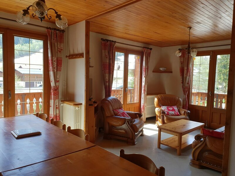 AU DEPART DES PISTES DU PLANAY, CHALET FAMILIAL 12 pers - 4 chambres, holiday rental in Areches