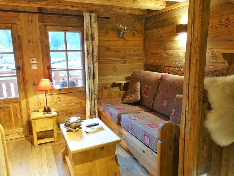 CHALET 3/4 PERS. AU COEUR DU VILLAGE, holiday rental in Areches