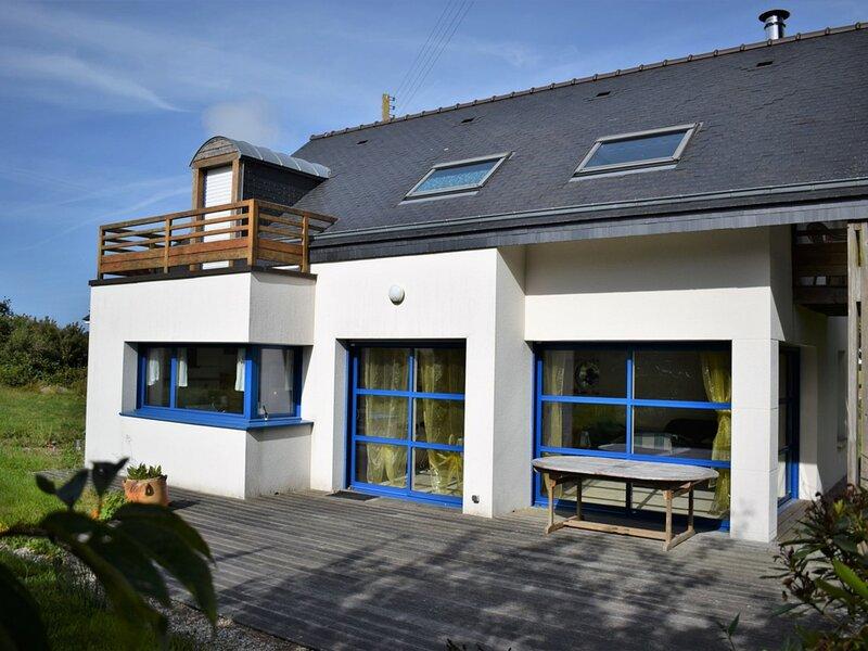 Villa 3 étoiles dans superbe environnement campagne à 2 km de la mer à, casa vacanza a Pleumeur Bodou