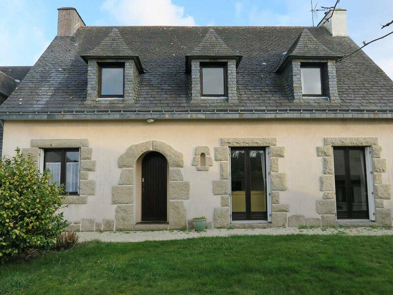 Maison avec jardin, WIFI, à 300m de la mer à TREGASTEL, holiday rental in Tregastel