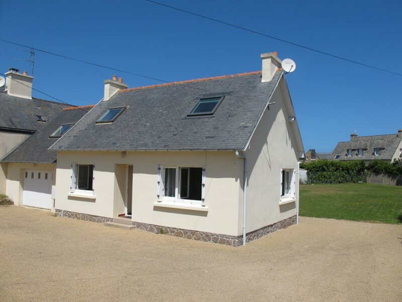 Maison avec jardin, WIFI, à 50m de la plage à TREGASTEL, holiday rental in Tregastel