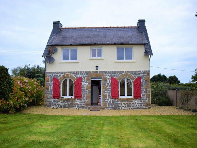 Maison bretonne rénovée avec WIFI et jardin clos à LANDRELLEC, casa vacanza a Pleumeur Bodou