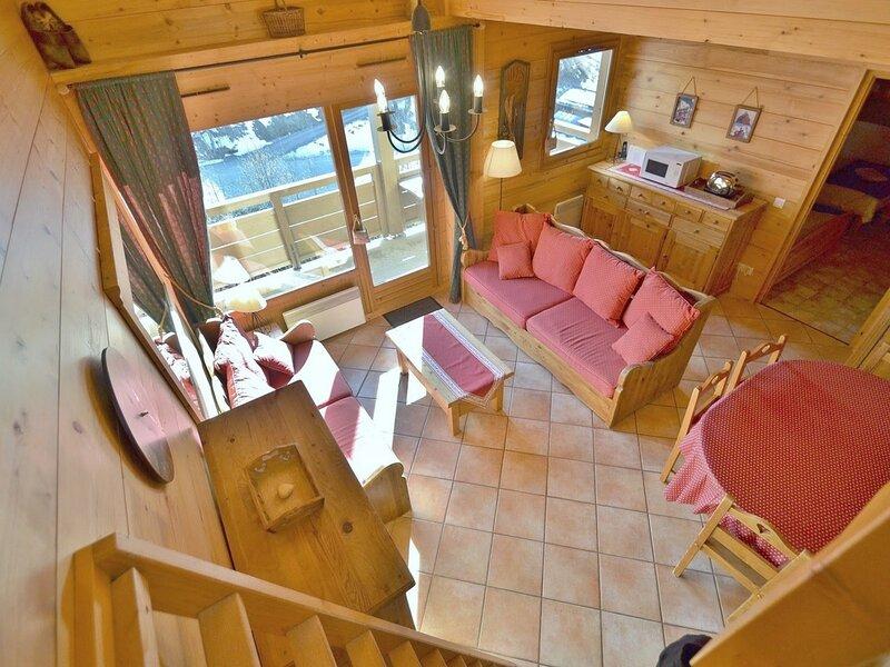 Appartement 6-8 personnes, 2 chambres + mezzanine, centre ville, face aux, holiday rental in Le Reposoir