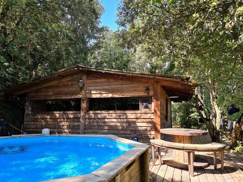 CABANE avec piscine au cur du Maquis, location de vacances à Sartène