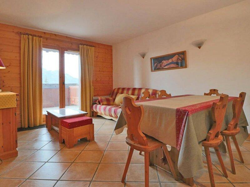 Bel appartement exposé Sud avec terrasse, holiday rental in Montvalezan
