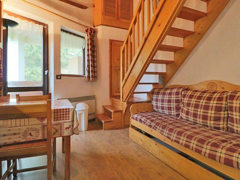 Studio mezzanine style montagne à 80m des pistes, holiday rental in La Rosiere