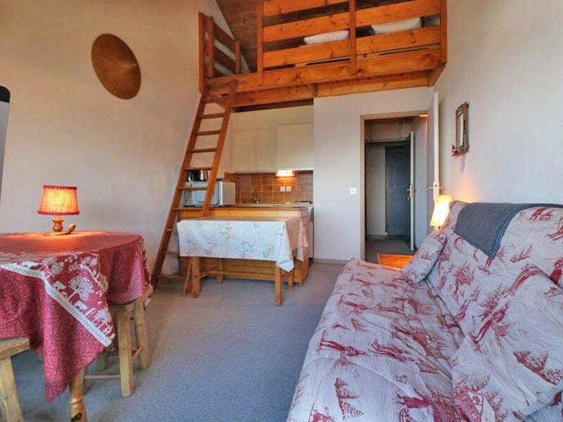 Studio plein sud dans un quartier calme à 100m des pistes, holiday rental in La Rosiere