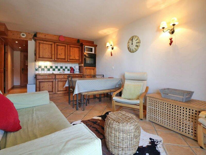 3 pièces avec grande terrasse exposée Sud, holiday rental in La Rosiere