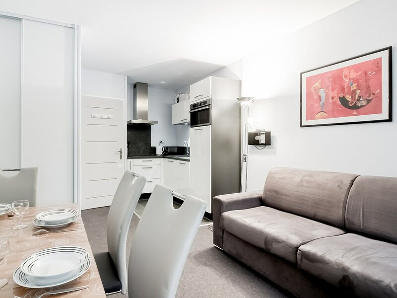 Studio moderne 6 pers - terrasse - au pied des pistes, holiday rental in Arbeost
