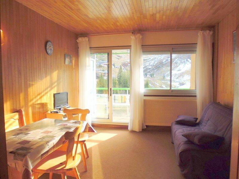 Studio 4  personnes avec balcon , pied de pistes., holiday rental in Arbeost