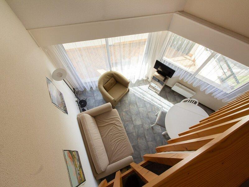 Appartement avec mezzanine 4 personnes, résidence Val Soleil., holiday rental in Arrens-Marsous