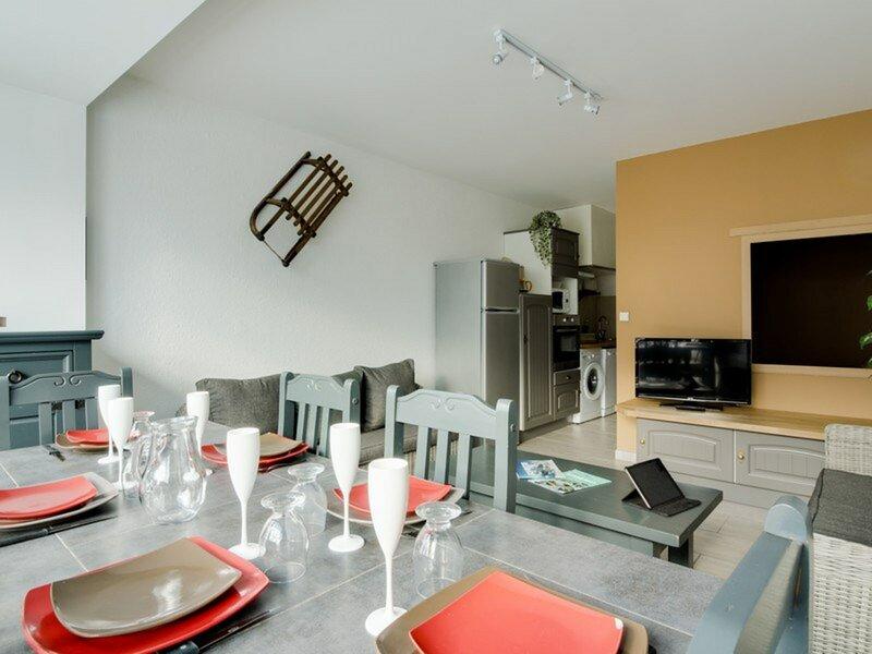 Appartement 6 personnes 3 étoiles, vue montagne, parking couvert, holiday rental in Arrens-Marsous