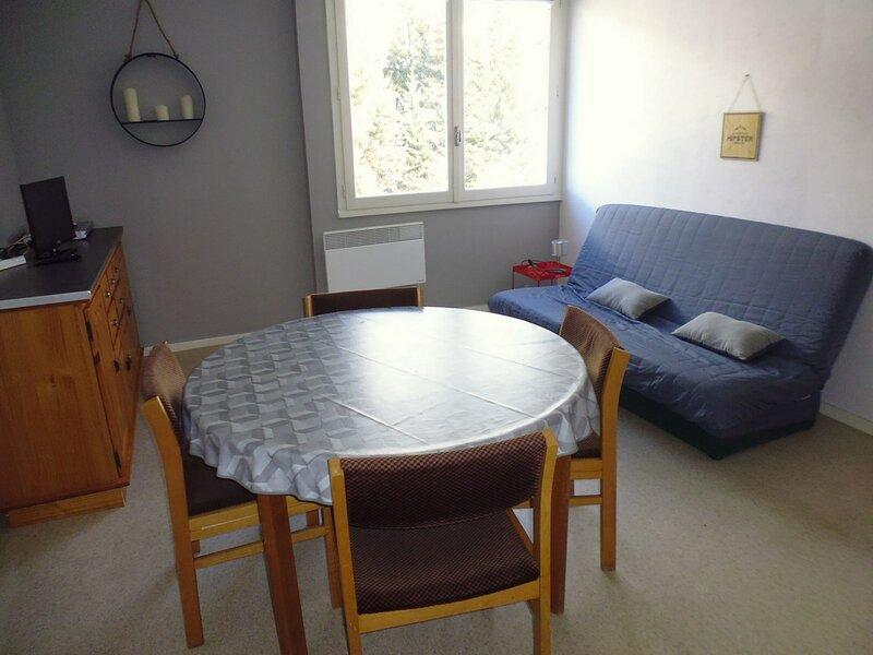 Appartement 45m², 6 personnes, centre station, aluguéis de temporada em Beost