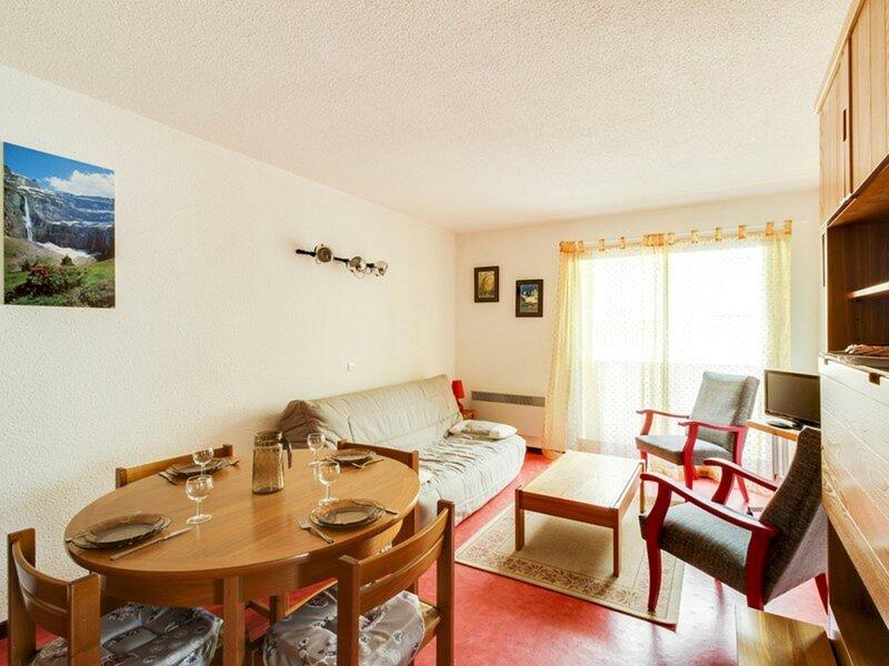 Appartement avec une chambre et place de parking., holiday rental in Estaing