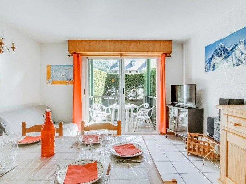 APPARTEMENT T2 CABINE 6 PERSONNES  AVEC PISCINE PARKING, location de vacances à Esquieze-Sere