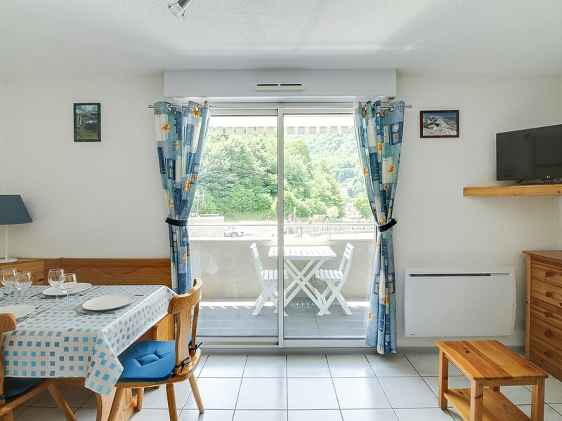 STUDIO 4 PERSONNES RDC avec balcon, holiday rental in Saint-Sauveur