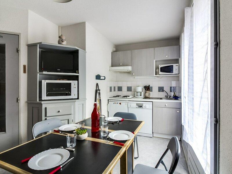 Appartement 6 personnes avec balcon, résidence Balcon de Barèges14, holiday rental in Sers