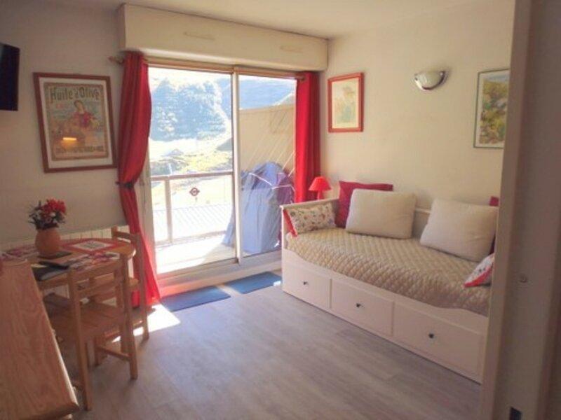 Studio cabine 4 personnes avec parking résidence Face Sud, holiday rental in La Mongie