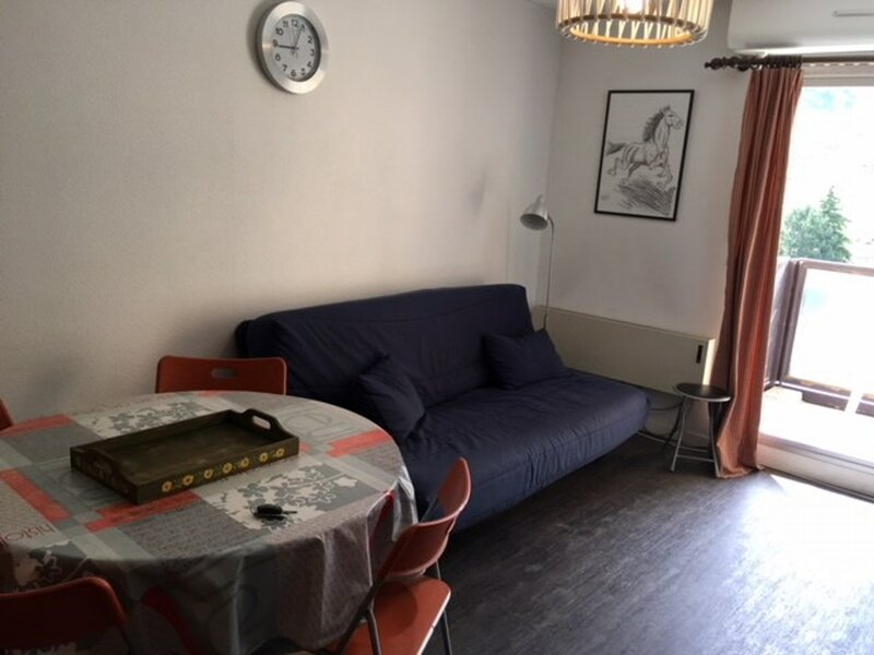 Appartement T2- 6 pers avec PK couvert, Résidence Face Sud, holiday rental in La Mongie