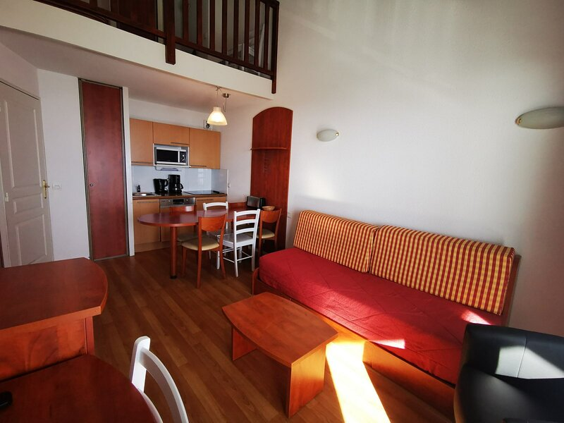 DUPLEX 7 COUCHAGES PARKING COUVERT, holiday rental in La Mongie