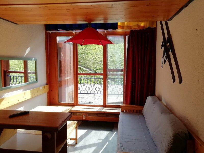 Appartement 2 pièces en duplex pour 5 personnes proche des pistes dans le, holiday rental in Vallandry