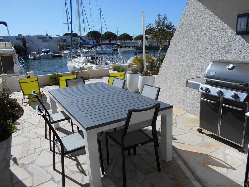 Belle et grande marina rénovée avec appontement, vacation rental in Port Camargue