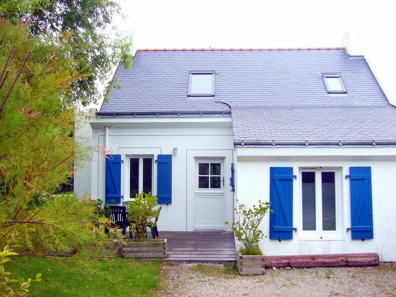 Maison indépendante de 2 chambres avec jardin à Roserières Le Palais, holiday rental in Le Palais