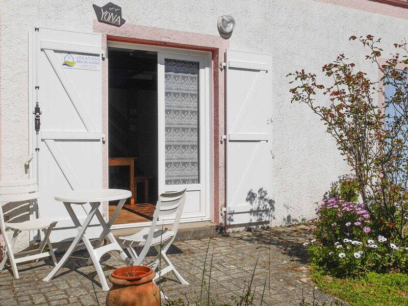 Maison agréable à 800 M de la plage, de 2 chambres avec petit jardin., alquiler vacacional en Locmaria