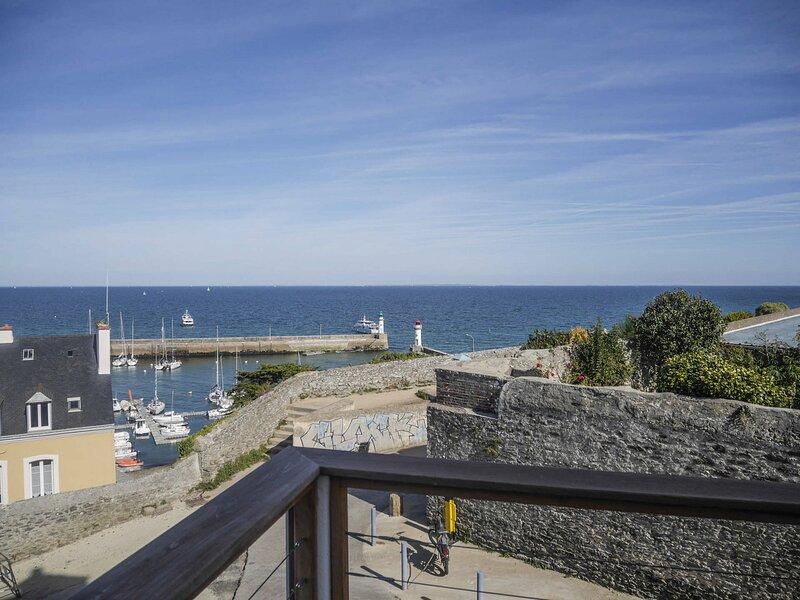 Terrasse avec vue panoramique sur le port du Palais., holiday rental in Le Palais