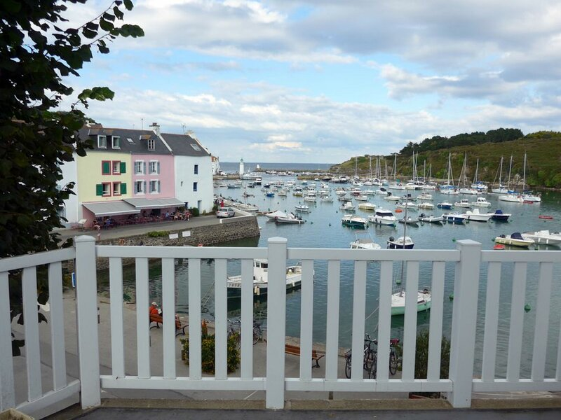 Maison située en plein centre de Sauzon avec vue sur le port., holiday rental in Sauzon