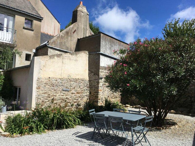 Cour et jardin en plein centre de Le Palais, holiday rental in Le Palais