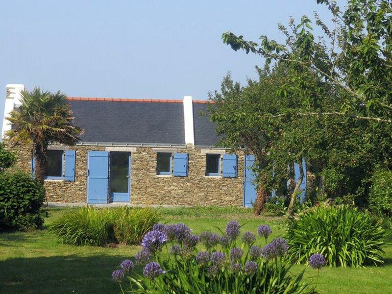 Campagne et sentier côtier, proche du Palais, holiday rental in Le Palais