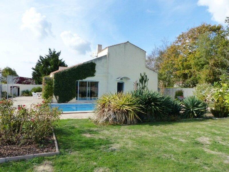 Le Petit Paris / Le Château d'Olonne : belle villa avec piscine, casa vacanza a Bourgenay