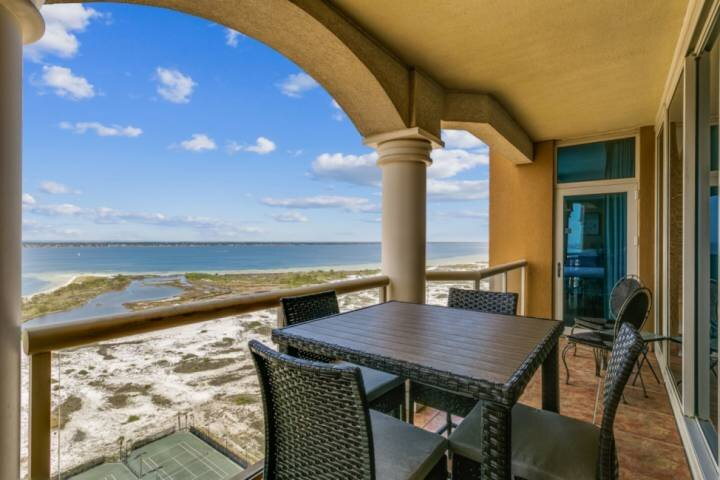 Enjoy beautiful views of the sound from this 20th floor sky home!