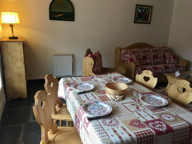 T2 4 pers 4 couchages C, holiday rental in Vignec