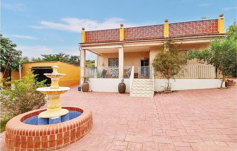 Amazing home in Liria with Outdoor swimming pool and 4 Bedrooms (EBV094), alquiler de vacaciones en Chulilla