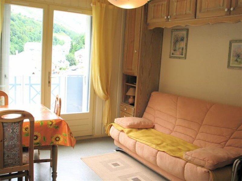 APPARTEMENT AVEC BALCON ET PARKING DESIGNE, holiday rental in Sers