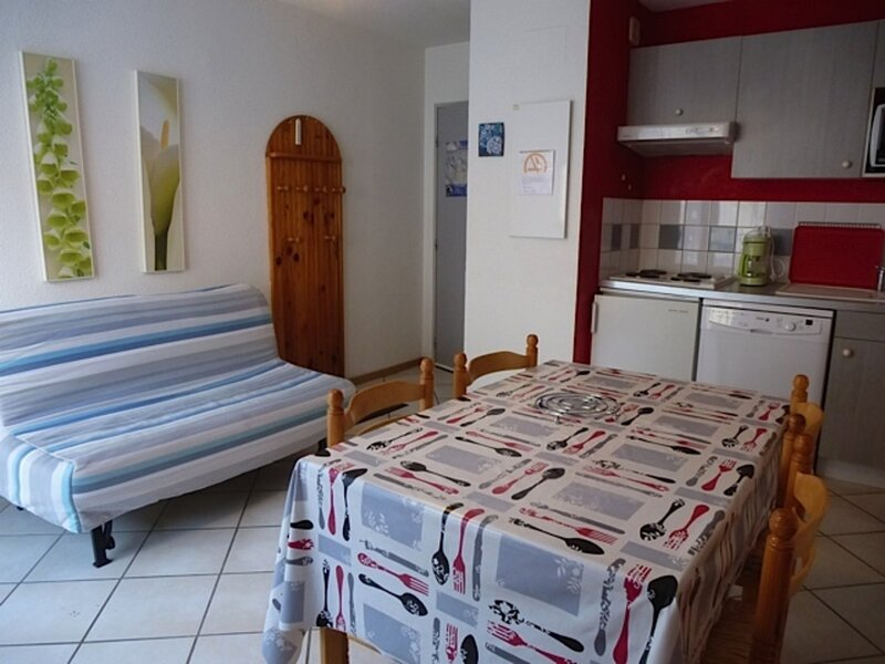 APPARTEMENT AVEC PARKING ET PETITE TERRASSE SUD, holiday rental in Sers