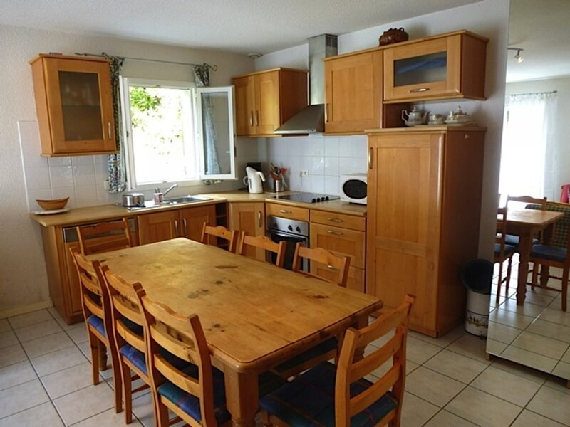 MAISON INDEPENDANTE AVEC PETIT ESPACE VERT, GARAGE, 3 CHAMBRES, vacation rental in Bareges