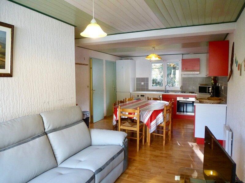 APPARTEMENT AVEC 5 CHAMBRES ET BALCON, vacation rental in Bareges