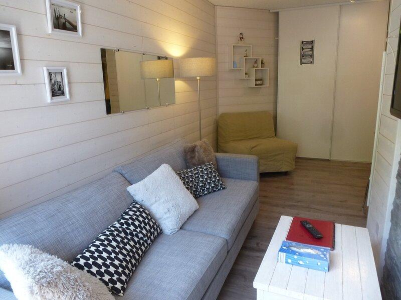 STUDIO AVEC PETIT BALCON SUD ET LAVE-LINGE, CENTRE BAREGES, vacation rental in Bareges